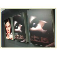 China Wireless Portable Light Digital Advertising Display Screens P2.34 For Commercial